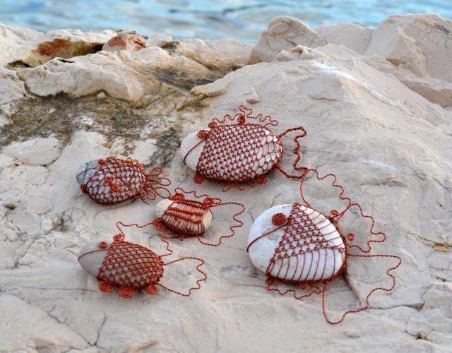 č.1998: Rozverné drátované rybičky