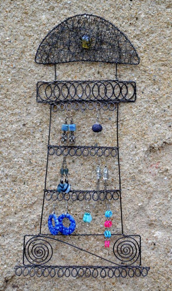 č.2193: Drátovaný stojan na šperky - MAJÁK